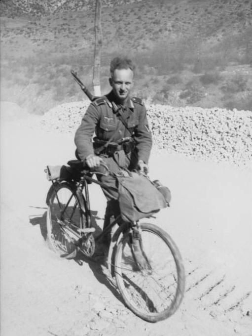 Balkan, Soldat mit Fahrrad G41
