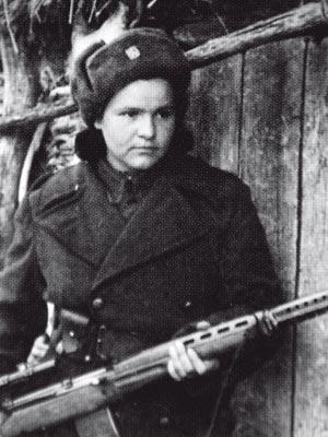Czech sniper Marie Ljalková-Lastovecká posing with scoped SVT-40