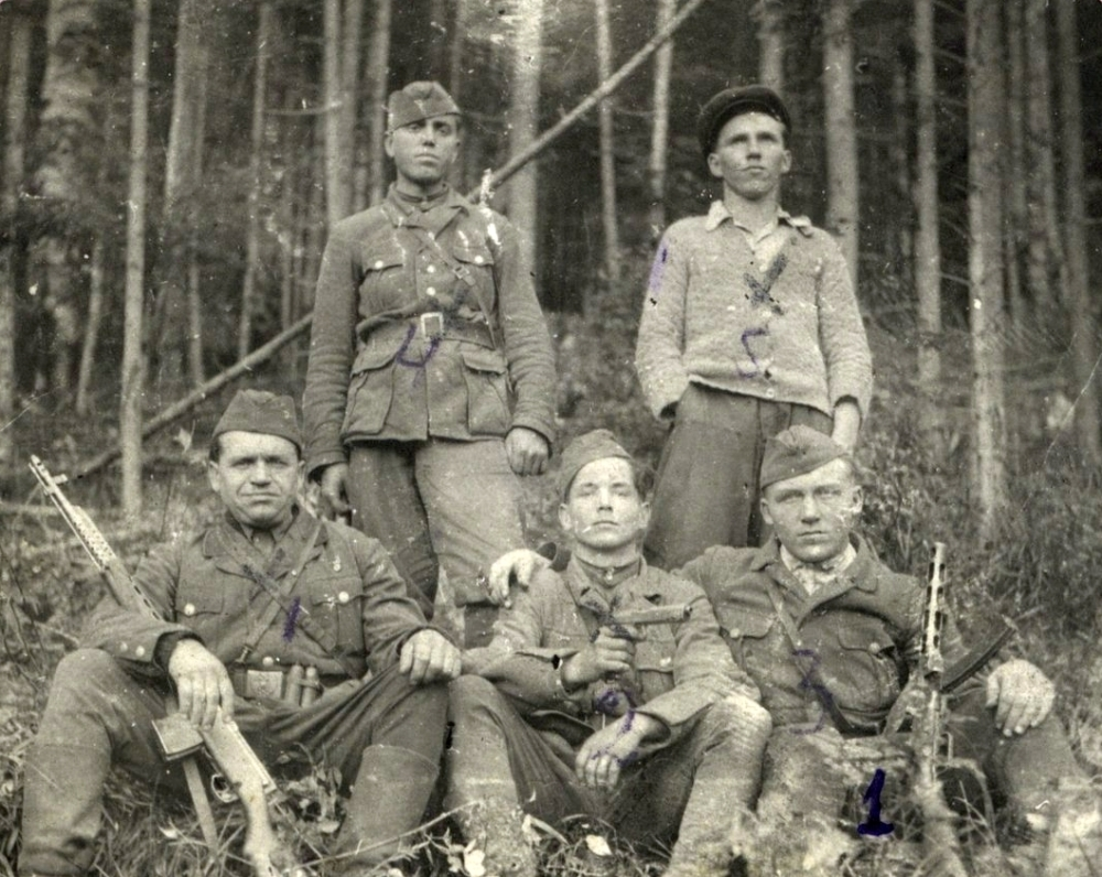 Russian at left SVT-40