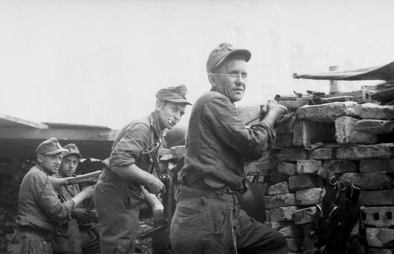 Warschauer Aufstand, Soldaten in Deckung G43