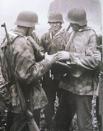 Soldier left - G43