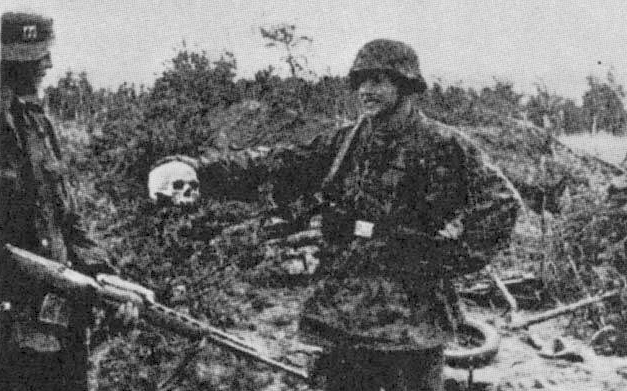 Danish Waffen-SS volunteDanish Waffen SS with Russian AVS-36