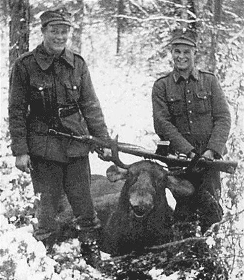Finnish soldiers with AVS-36