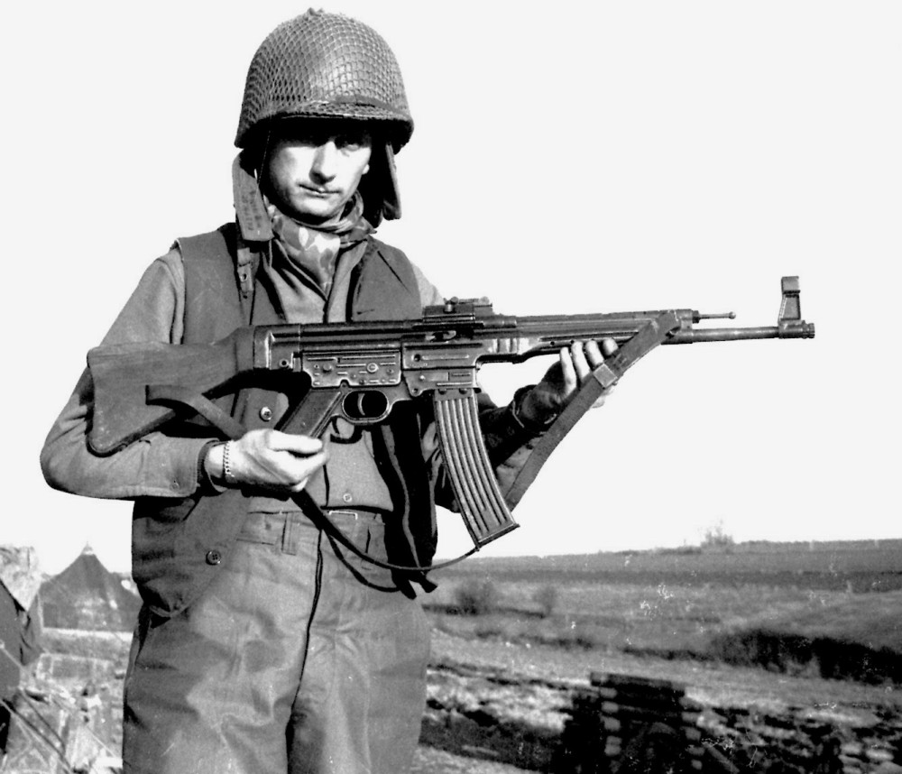 Pfc Alvin Glascock with an StG44