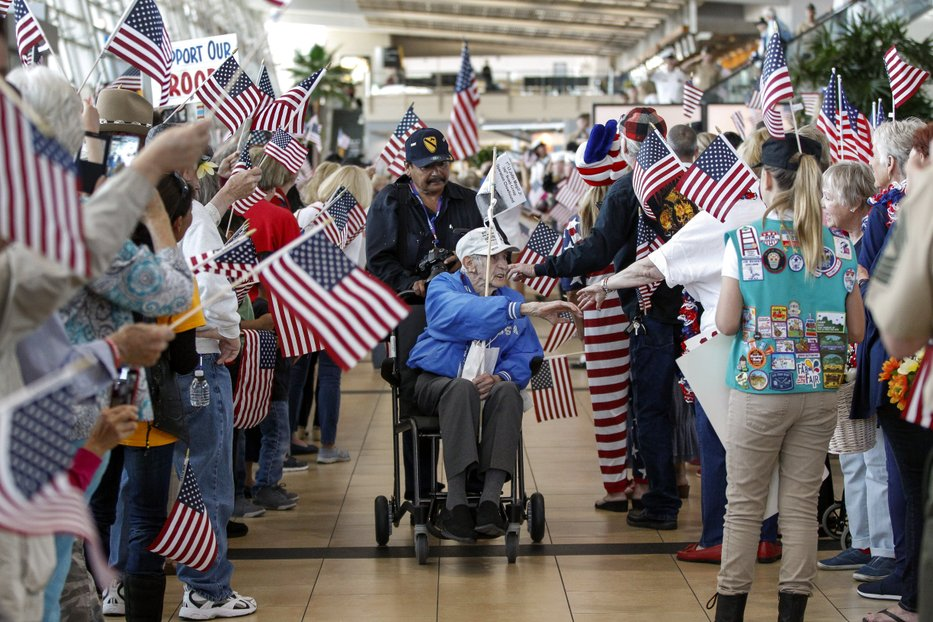 John Magill returning from 2016 Honor Flight on May 1, 2016